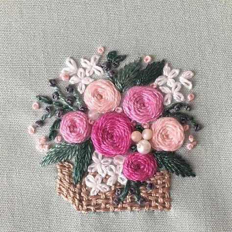 I embroidered a flower basket. 編み籠にピンクの薔薇を。パールとローズクォーツなどと一緒に飾りました。 #花籠 #花束 #blooms #embroidery#刺繍 #DMCembroidery #embroideryart #花輪#interior #flowers #インテリア#花 #花畑 #キレイ#デコレーション #ジュエル刺繍 #薔薇 #atelierao #ao303 #フラワーアレンジメント #자수#stickerei #flowerdesign #手刺繍 #リース #broderie#вышивка #Flowerbasket#Bouquet #rose