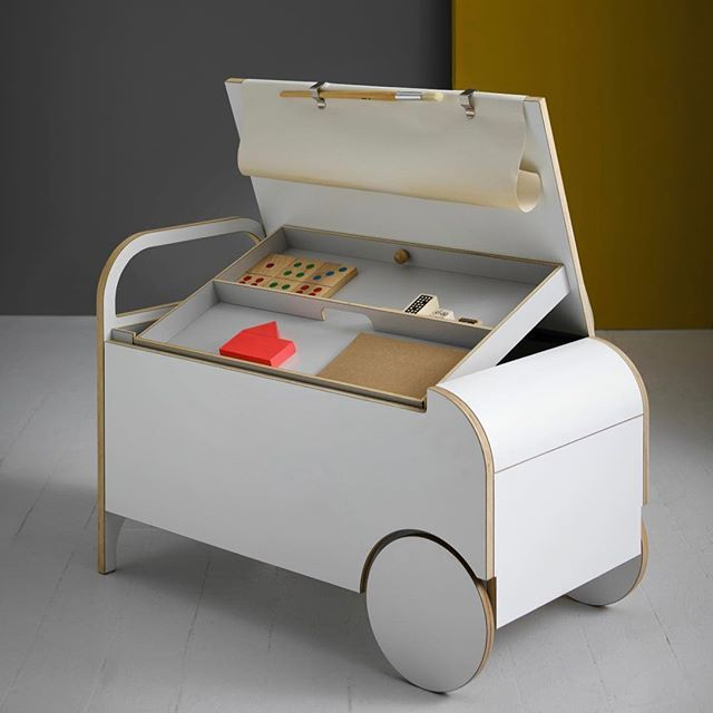The IO Doodle Box from @iokidsdesign. A portable storage unit with lots of space in the trunk and a removable tray. The Box also accommodates a roll of paper - and works as a bench when closed   DKK 5099. Shop link in bio. #studiominishop #iokidsdesign #iodoodlebox #storageunit #portablestorage #kidsfurniture #kidsroom #kidsroomdecor #kidsinterior #kreakassen #kreativebørn #opbevaringsmøbel #børnemøbler #børneværelse #børneværelseinteriør #børneværelseinspiration