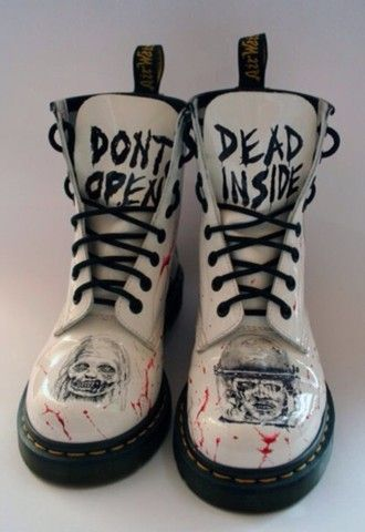 zapatos blanco en blanco y negro zombie the walking dead blood goth scary dead drmart …   – Outfits