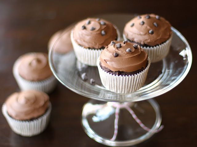 """Bittersweet Chocolate Quinoa Cupcakes with Chocolate Frosting Cupcakes: 136g (1 cup) Quinoa Flour 80g (1/2 cup) Brown Rice Flour 27g (1/3 cup) Regular Cocoa Powder (unsweetened) 13g (2 tbs) Ground Flaxseed 2 tsp Baking Powder 1/2 tsp Baking Soda 1/4 tsp Salt 241g (1 cup + 1 tbs) Plain Amande """"Yogurt"""" (other yogurts will probably work, like dairy, soy...) 1/2 tsp Instant Coffee (I used Starbucks VIA Italian) 1 tsp Vanilla Extract 1 tsp Stevia Extract 1+1/4 cups Unsweetened Almond Milk"""