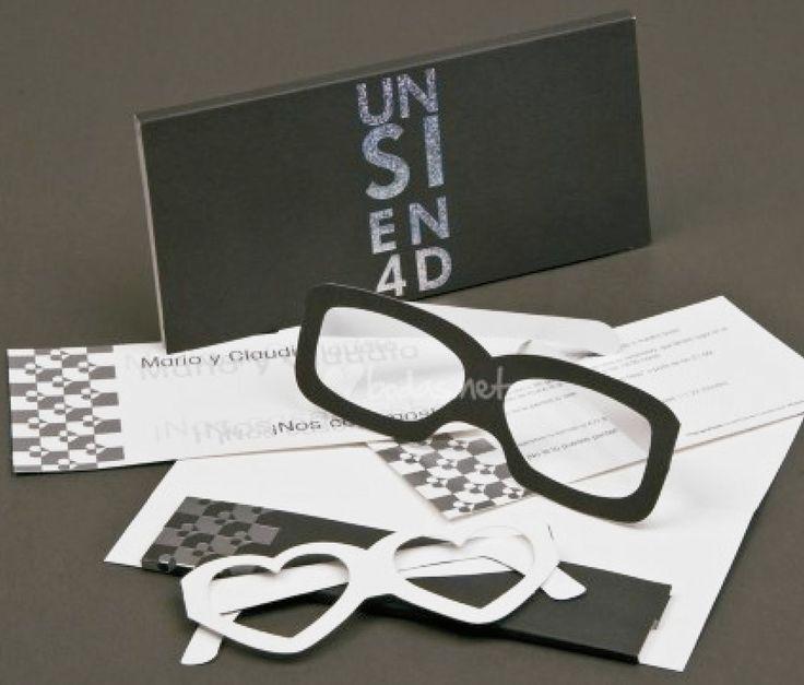 CAJA EN 4D (Invitación personalizable)  Incluye: 1 Caja deslizable con medidas 17x10 cm  1 Invitación con datos  1 Par de gafas en cartón