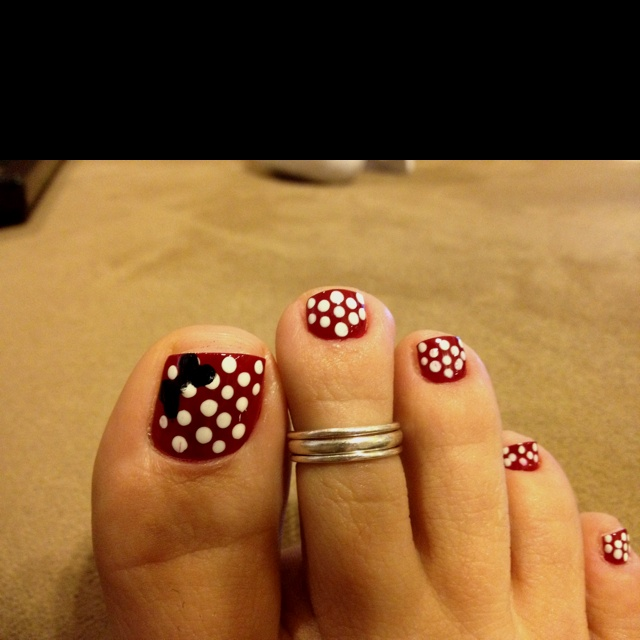 Ode to Minnie Mouse toe nails