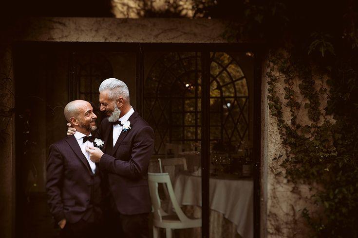 Riccardo e Michelangelo sono un vero esempio di quanto l'amore possa essere meraviglioso. Ci conosciamo da tempo e quando mi hanno chiesto di organizzare il loro matrimonio il mio cuore si è riempito di gioia…e di idee. Il mio primo matrimonio gay per due ragazzi splendidi, maestri di stile ed eleganza. Due persone dolci e […]