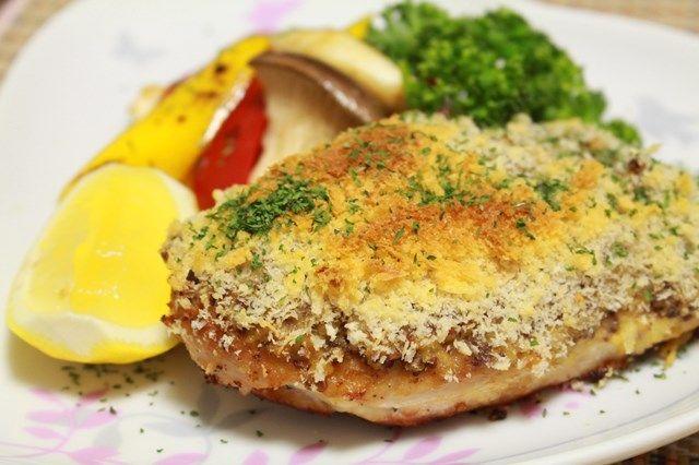 「悪魔焼き」という料理をご存知ですか? 恐ろしいげな、その名の由来には諸説あり「唐辛子やマスタードなどを使った、スパイシーな料理を食べると顔が怖くなる」「悪魔の羽のように開いている鶏肉料理」「手羽部分が悪魔の耳のように見える鶏肉料理」など様々。 イタリアンでは「ディアブロ風」と、かなり一般的な料理の…