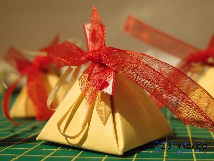 come realizzare una scatolina / bomboniera a forma di piramide  - 123ricreo