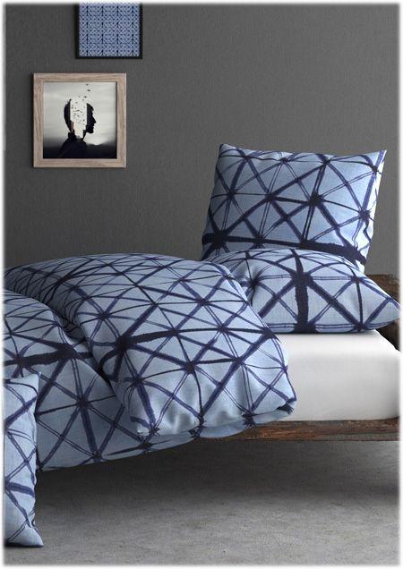Shibori By Inspiration.  Modèle géométrique bleu marine et bleu tendre. Idéal pour un loft ou une ambiance urbaine, le design ressemble à une photographie macroscopique de la tour Eiffel. Un vrai coup de cœur.