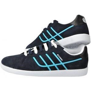 Acesti pantofi sport Element Sheffield te scot in evidenta si se vor potrivi perfect cu stilul tau de viata. Cu o forma deosebita, inspirata dupa cea clasica, acesti adidasi au exteriorul din piele intoarsa, interiorul textil, iar talpa din cauciuc, pentru o buna tractiune. Sunt de culoare albastru inchis si sunt perfecti pentru cei ce cauta aventura sau pentru purtatul de zi cu zi.