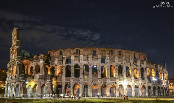 Spunta la luna... dal Colosseo
