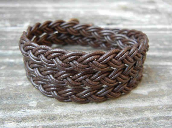 pulseiras trançadas à mão