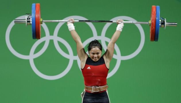 Hidilyn Diaz, of the Philipines, competes in the women's 53kg weightlifting competition at the 2016 Summer Olympics in Rio de Janeiro, Brazil, Sunday, Aug. 7, 2016. Diaz won the silver medal. (AP Photo/Mike Groll)