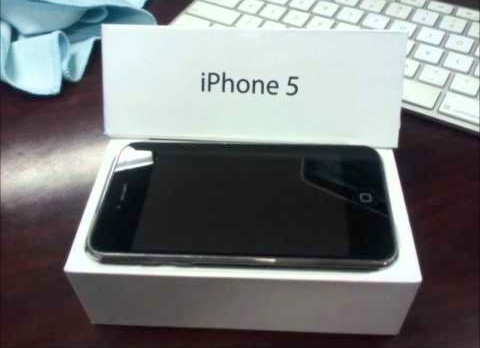 Just days are ahead of the release of the iPhone 5 on the 21 September. Public reaction is quite positive, even Apple itself amazed with the flood of pre-orders of the iPhone 5. Friday had already seen the queues in front of the Apple Store in New York.