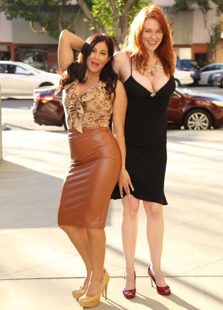 Celebrities In Leather: Deana Molle wears a tight brown leather skirt