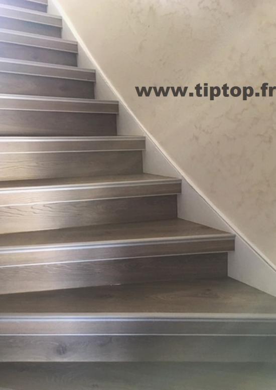 Bien-aimé Les 25 meilleures idées de la catégorie Habillage escalier béton  TH25
