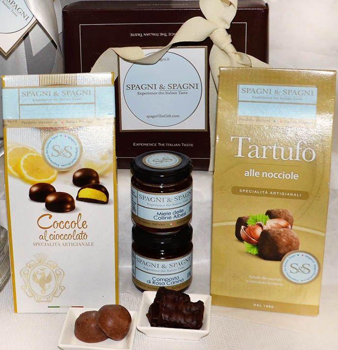 Treats and delights awaits within this fantastic Sweet Memory #GiftBox. #chocolates #jams #valentinesday https://goo.gl/0CIJtp