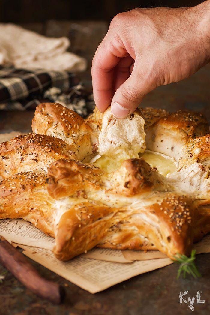 Pan de beicon y romero con camembert, del blog Kanela y Limón