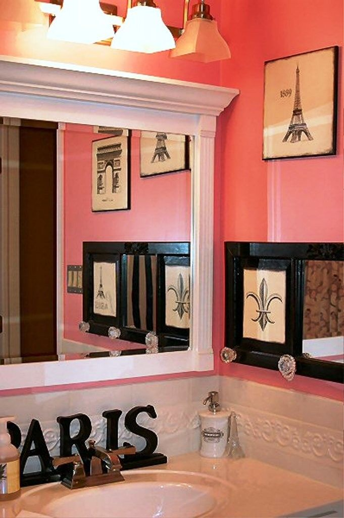 Paris themed wall decor for bathroom