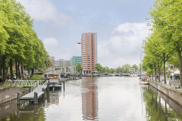 Emmasingel 56 Groningen. Luxe wonen met uitzicht op de skyline van de stad. Dat kan in dit mooie tevens het grootste type appartement van het complex met maar liefst 145 m2 woonoppervlakte.