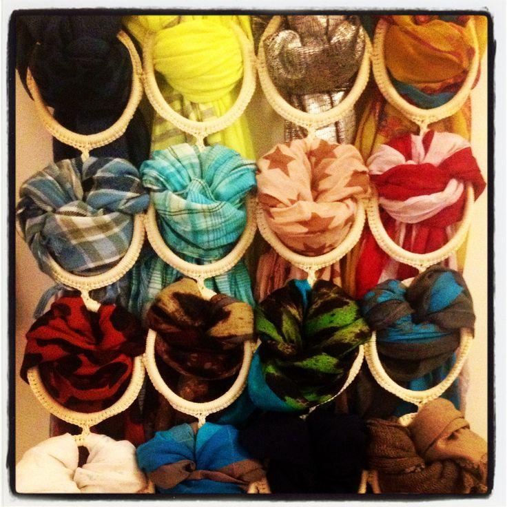 Idée pratique pour ranger écharpes et foulards !
