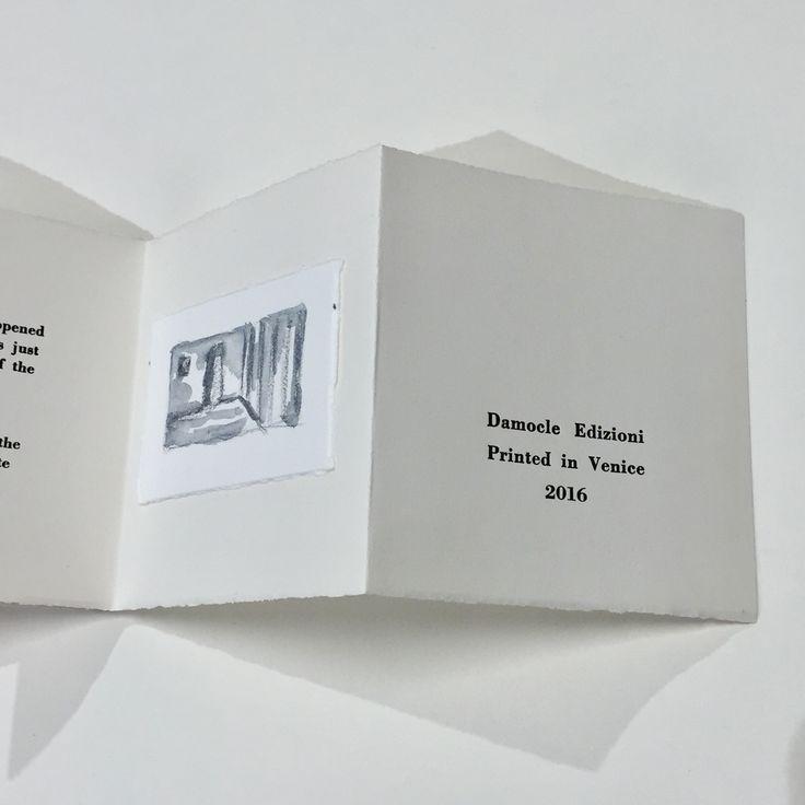 Libro d'artista con acquerelli di Margarita Fjodorova e stampa tipografica con caratteri Bodoni di Pierpaolo Pregnolato. Testo di H.P. Lovecraft. I libri sono stati realizzati nel Bookshop Damocle Edizioni – Venezia.