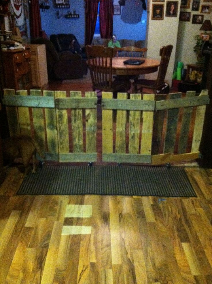 up cycled pallet doggie gate - Doggie Gates
