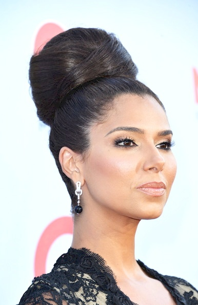 love Roselyn Sanchez's Bun.