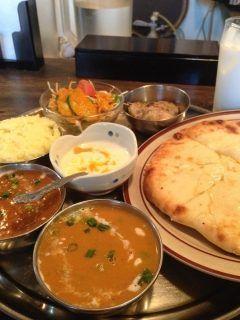 目と鼻の先にあるインドカレー屋さんナマステ  レディスセットは昼も夜も1000 カレーが2種類選べて 私はいつも追加料金でチーズナンにしてます  残ったらもって帰ってワインのお供に  お昼食べ損ねてもランチ終わった時間もずっと開いてるのでよく利用してます  #ナマステ住吉 #シャマロの近く #インドカレー #ネパール料理 #カクテルが安い #博多 #福岡 tags[福岡県]