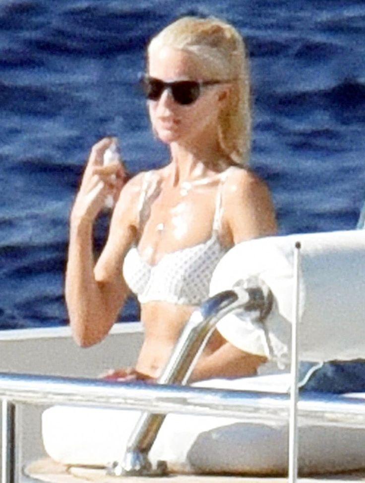 Бесподобная Клаудия Шиффер на отдыхе в Италии #Италия #отдых #модель #КлаудияШиффер