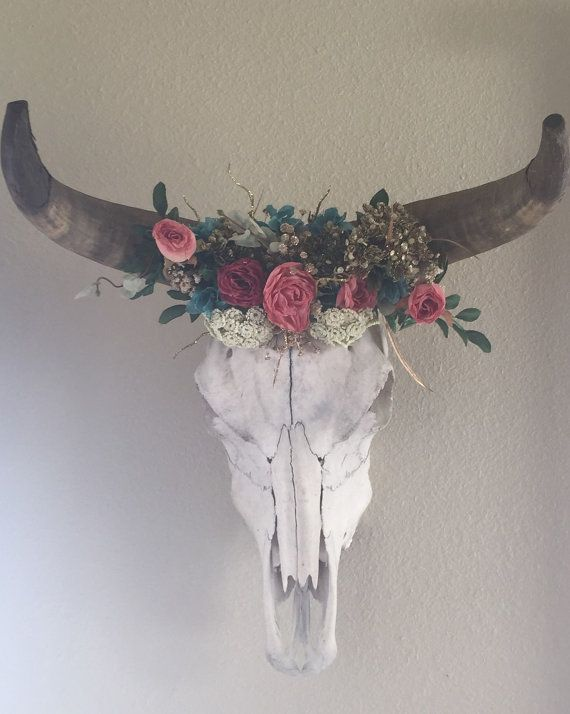 Hey, I found this really awesome Etsy listing at https://www.etsy.com/listing/255267917/cow-skull-with-horns