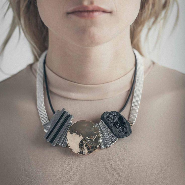 OFAR || Artisan necklace, handmade in Canada by Anne-Marie Chagnon (2017) || Collier fait à la main à Montréal, par l'artiste bijoutière Anne-Marie Chagnon