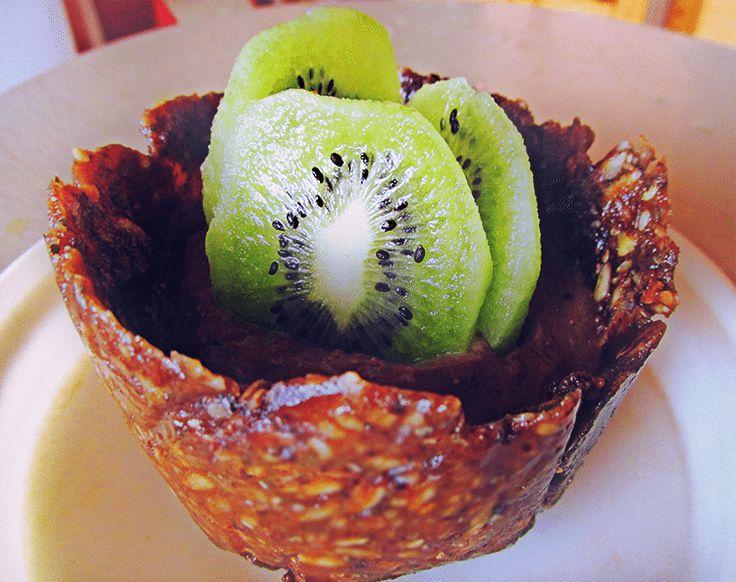 <p>Здравей :) Това е рецепта за сладкомини тартче от ИскраДаскалова:) Благодаря!Ако искаш да видиш и твоята рецепта на страниците на Здравей,разбери как ТУК Съставки: 1 шепа сурови орехи 1 шепа сурови слънчогледови семки 2-3 с.л. сусам 5-6 фурми 2 с.л. сусамов тахан За крема: 1 авокадо 1 плод по избор […]</p>
