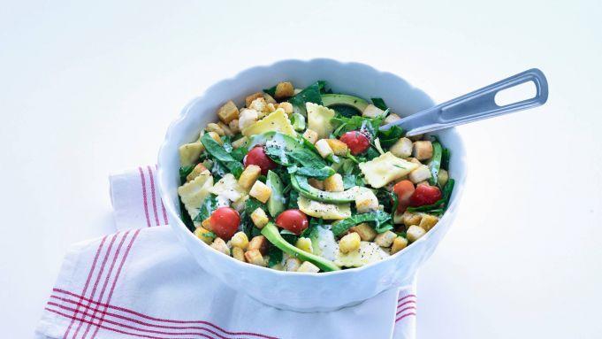 Ben je op zoek naar een lekker recept voor een salade met pasta? Ga voor een spinaziesalade met pasta en avocado.