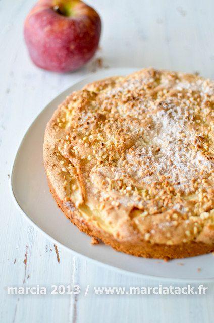 Un gâteau simple et rapide à faire : le tôt-fait aux pommes est délicieux avec sa couche craquante sur le dessus et son coeur moelleux
