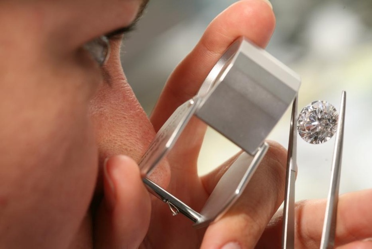 Ideal-Cut diamonds for the perfect fire - Discover more on www.backesandstrauss.com
