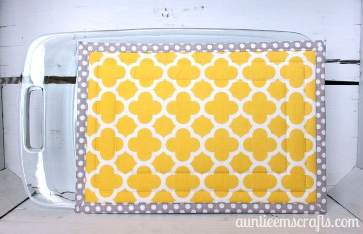 Are you handy in the sewing room AND in the kitchen? If so, this tutorial is for you. Protect your counters and table with this large hot pad.