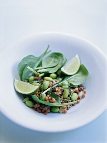 spinach salad with lentils and edamame with lime dressing