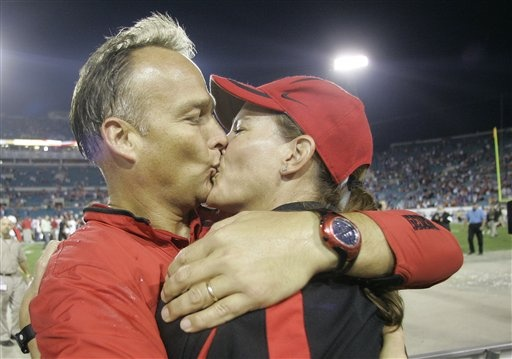 Awww.... love them both. Coach Mark & Katharyn Richt. Shows the love they have for one another...such a family man!!