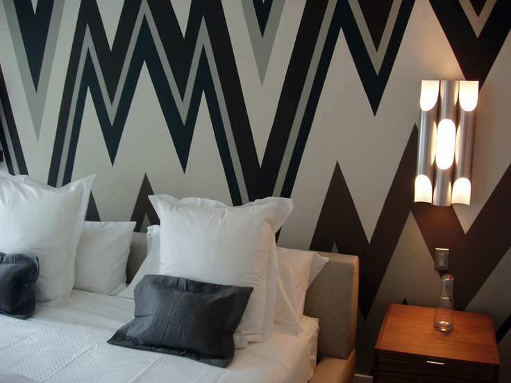 Love these mod graphic zig zag walls fabulous wall for Zig zag bedroom ideas