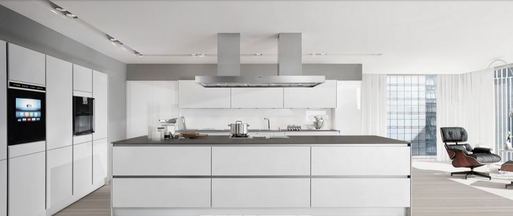 Siematic PURE S2 / Surfaces: SQ Lacquer Lotus White Matt / Handle recesses grip / Steven Christopher Design
