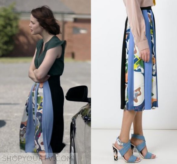 "Shots Fired: Season 1 Episode 6 Sarah's Pleated Print Skirt | Shop Your TV Sarah Ellis (Conor Leslie) wears this black and blue pleated panel print maxi skirt in this episode of Shots Fired, ""Hour Six: The Fire This Time"".  It is the MSGM printed pleated panel skirt"