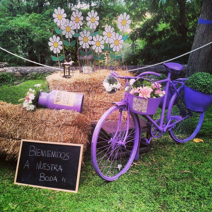 #Pizarras con mensajes, Flores de papel para el #SeatingPlan, Bicicleta retro, #Jaulas... Rinconcito Vintage del Parador de Oropesa