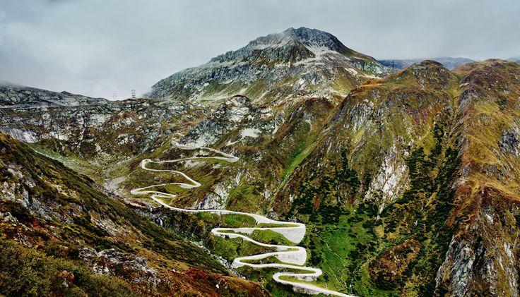 Die Tremola (Schweiz): Am Gotthard gibt es angeblich die schönsten Kurven des Tessins – 24 dicht aufeinanderfolgende Serpentinen der Tremola, erbaut 1830.