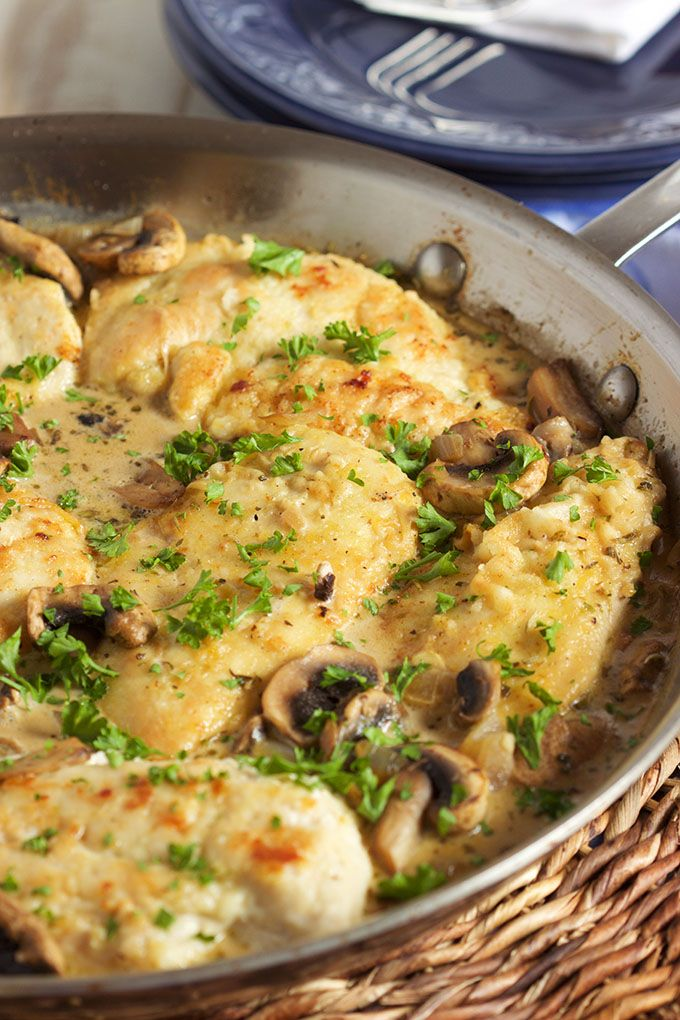 Super easy Chicken Marsala Skillet recipe is ready in just 30 minutes, great for busy weeknight dinners. Quick and simple. | @suburbansoapbox