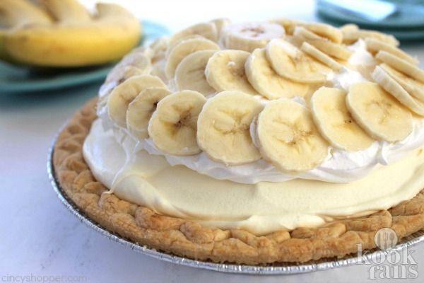 Deze romige bananentaart is heerlijk en in een mum van tijd klaar! Je wilt nooit meer anders!