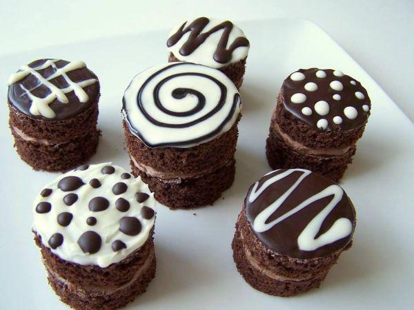 Minitortičky z čokolády - Recept pre každého kuchára, množstvo receptov pre pečenie a varenie. Recepty pre chutný život. Slovenské jedlá a medzinárodná kuchyňa