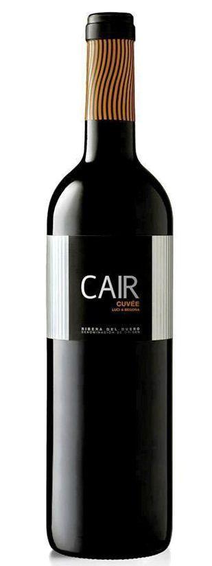 2012 Bodegas Luis Canas Cair Cuvee  Description: De onrustige wijnmaker Juan Luis Cañas (van de bekende gelijknamige rioja wijnen) heeft het wijnhuis Domain Cair opgericht in de Ribera del Duero. Juan Luis Cañas heeft daar een aantal zeer oude wijngaarden met lage opbrengsten gekocht die wijnen levert van grote kwaliteit. De Caire Cuvee heeft 8 maanden opvoeding genoten op frans- en amerikaans eiken. De wijn heeft een fraaie robijnrode kleur. In de neus heeft de Caire Cuvee fruitige (rood…