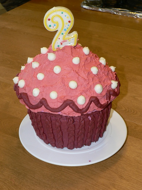 Birthday Cake Ideas Using Cupcakes : 1000+ images about Giant cupcake ideas on Pinterest ...