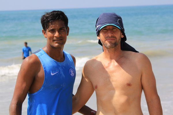 Indian GK Subrata Paul (L)
