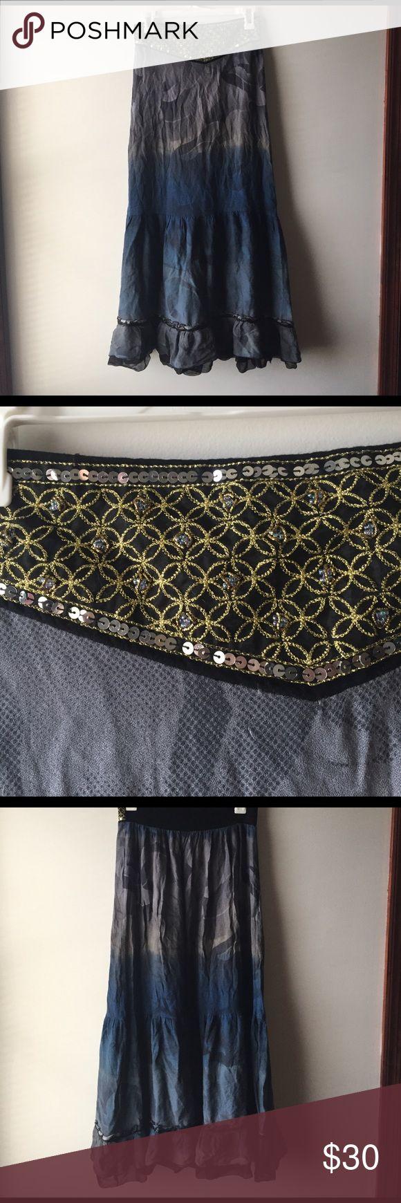 1 day sale! Free People boho maxi skirt ✌🏽️ EUC Free People boho elastic waist tiered maxi skirt with sequin embellishment, really fun for festival season! ✌🏽️ Free People Skirts Maxi