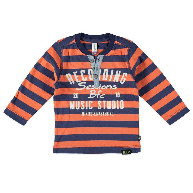 Babyface T-shirt met ronde hals en lange mouw voor jongens in de kleur oranje. Dit tricot T-shirt van Babyface, uit de winter collectie, is gemaakt van 100% katoen. Verkrijgbaar in de maten 68 t/m 104. Bij de hals een splitje met knoopsluiting en op de voorkant een grote tekst print.