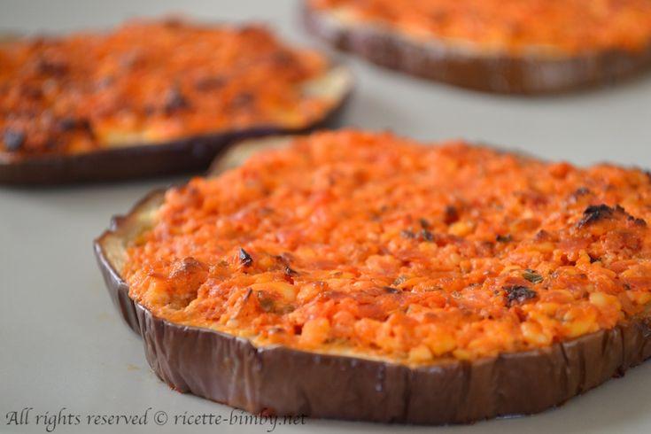 Le melanzane gratinate con pomodori e feta sono un contorno semplice e gustoso dal sapore estivo. Leggi la ricetta per prepararlo con il tuo bimby.